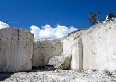 travertine-quarry-gardiner-mt