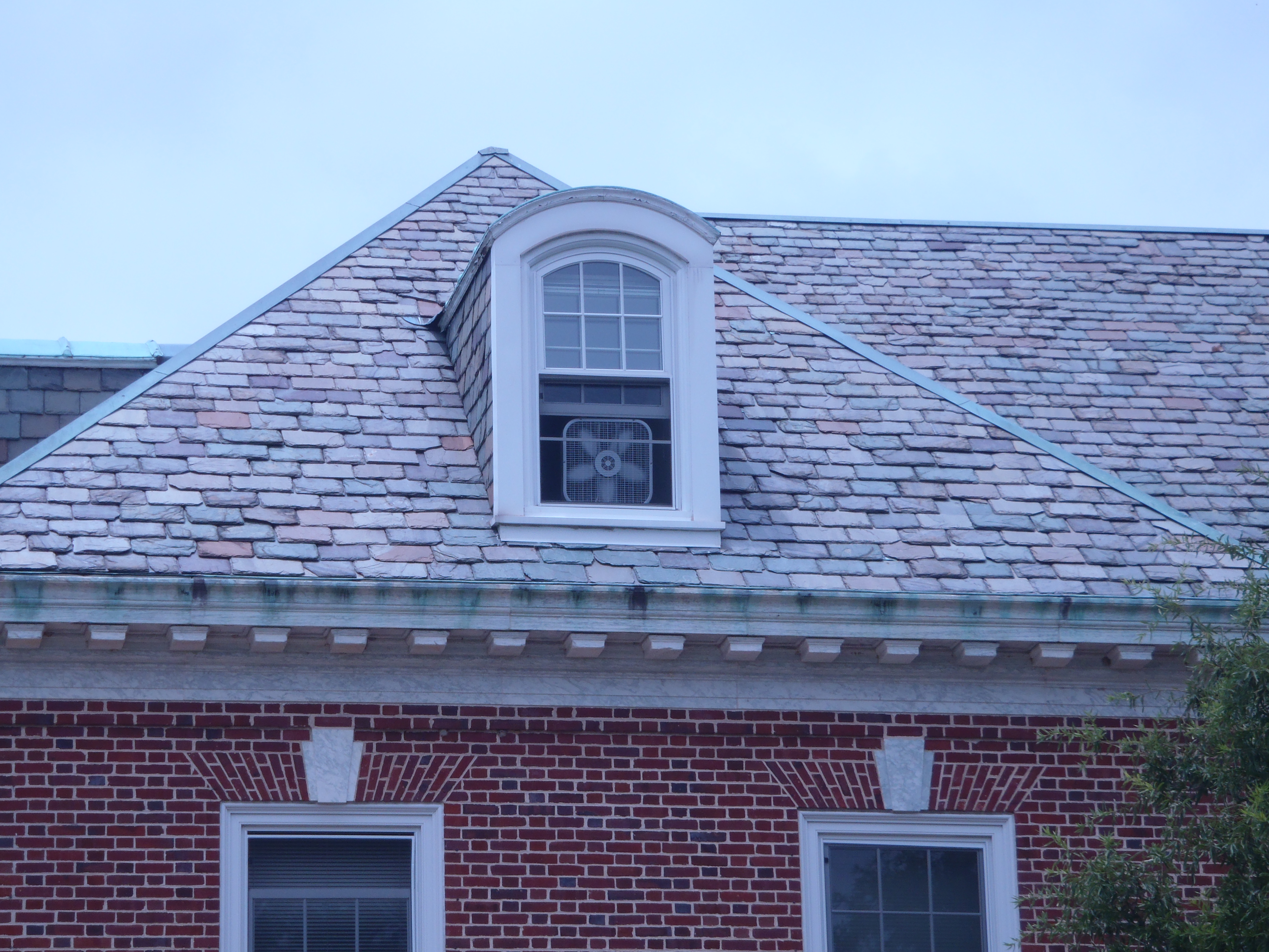 Pros And Cons Of Installing A Slate Roof Use Natural Stone
